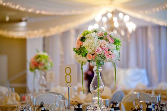 Sandra-Balducci-matrimonio-centro-tavola-alzata-rose-ortensia