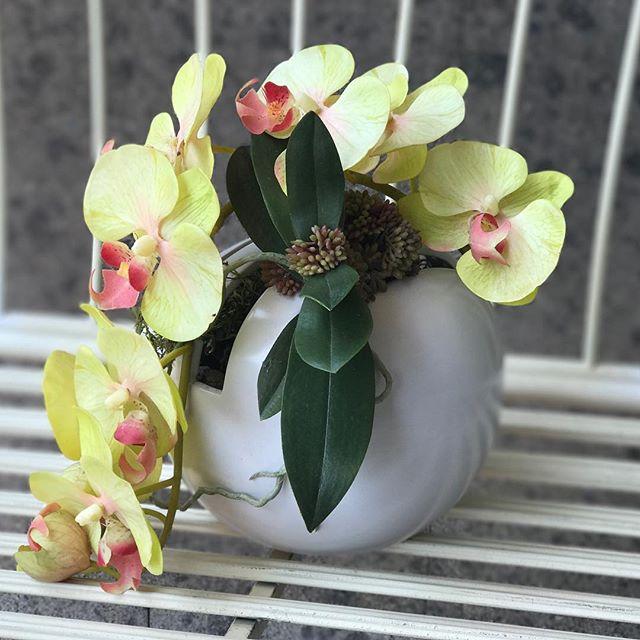 Composizioni -fiori artificiali- rose -piante grasse -bacche