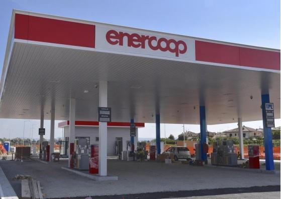 Fornitura distributori di carburante di Mantova e Senigallia