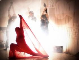 Musica elettro e frammenti di danza